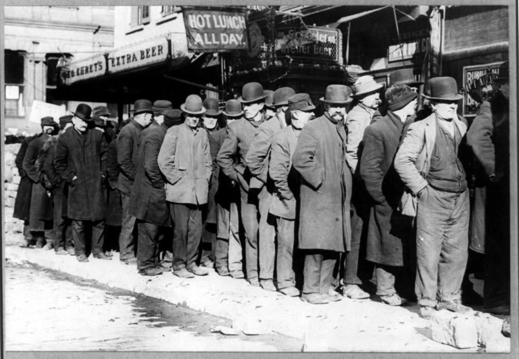 Bowery_men_waiting_for_bread_in_bread_line,_New_York_City,_Bain_Collection